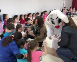 El Conejito de Pascua pasó por Porvenir, como ya ha sido una tradición